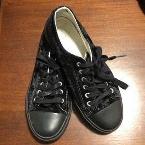 Black velour union bay converse inspired runners.